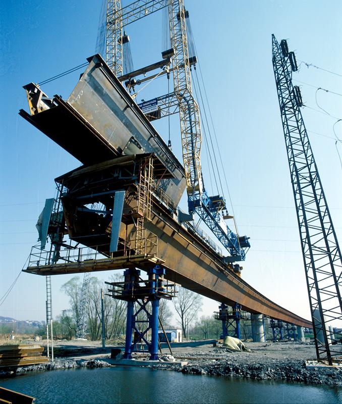 stavba mostu fotografie